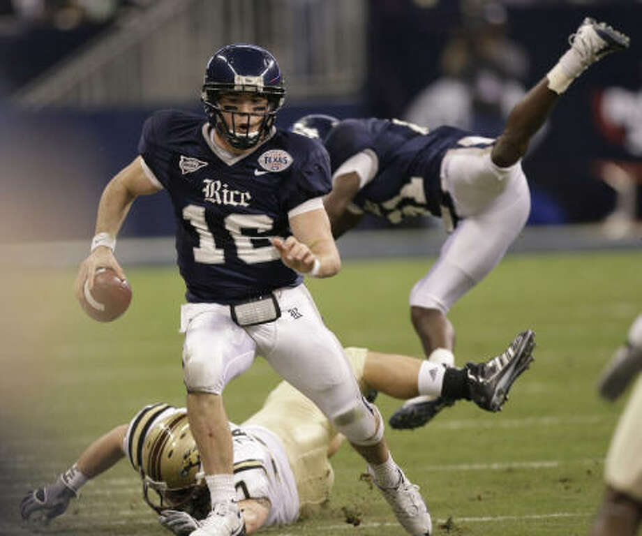 Former Rice quarterback Chase Clement officially signed a contract with the Hamilton Tiger-Cats. Photo: Brett Coomer, Houston Chronicle