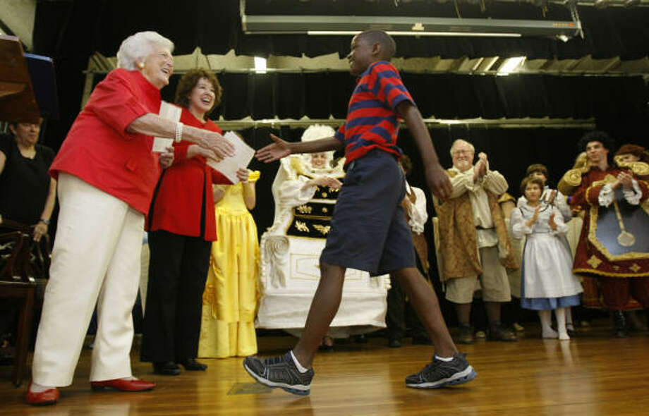 Former first lady Barbara Bush, left, congratulates Torrean Washington, 10, a student at Yellowstone Academy, for winning an essay contest. The event is part of her efforts to boost literacy. Photo: Julio Cortez, Chronicle