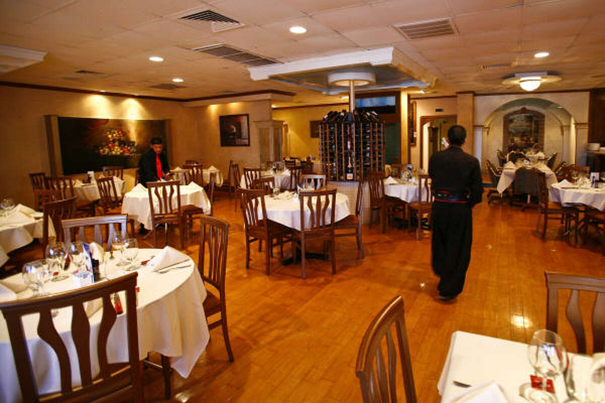 The Angus Grill Brazilian Steakhouse dining room.