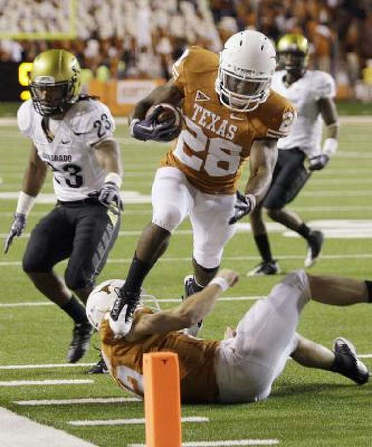 Fozzy Whittaker scored for Texas in the fourth quarter Saturday and may have to carry a bigger load with fellow running backs Vondrell McGee and Tre Newton hurting. Photo: Eric Gay, AP