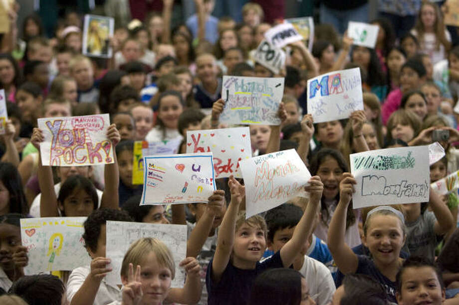 "Warner Elementary students show their approval of Principal Michael Maness's  performance. One fifth-grader found the act ""pretty good"" but ""kind of disturbing."" Photo: Johnny Hanson, Chronicle"
