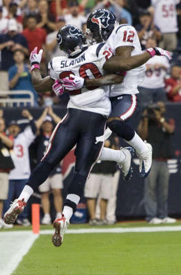 Texans running back Steve Slaton celebrates his 32-yard touchdown run with teammate Jacoby Jones in the second quarter. Photo: Brett Coomer, Chronicle