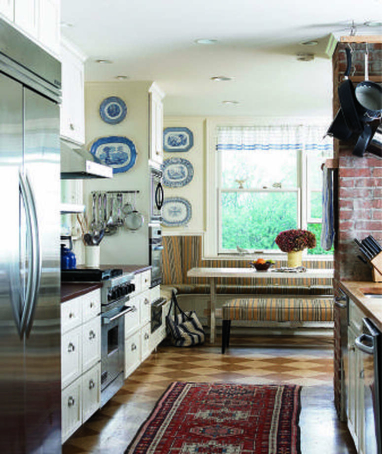CLASSY ATMOSPHERE: Kitchen With Company Manners Includes Dressy Touches,  Such As A Checkerboard Cork