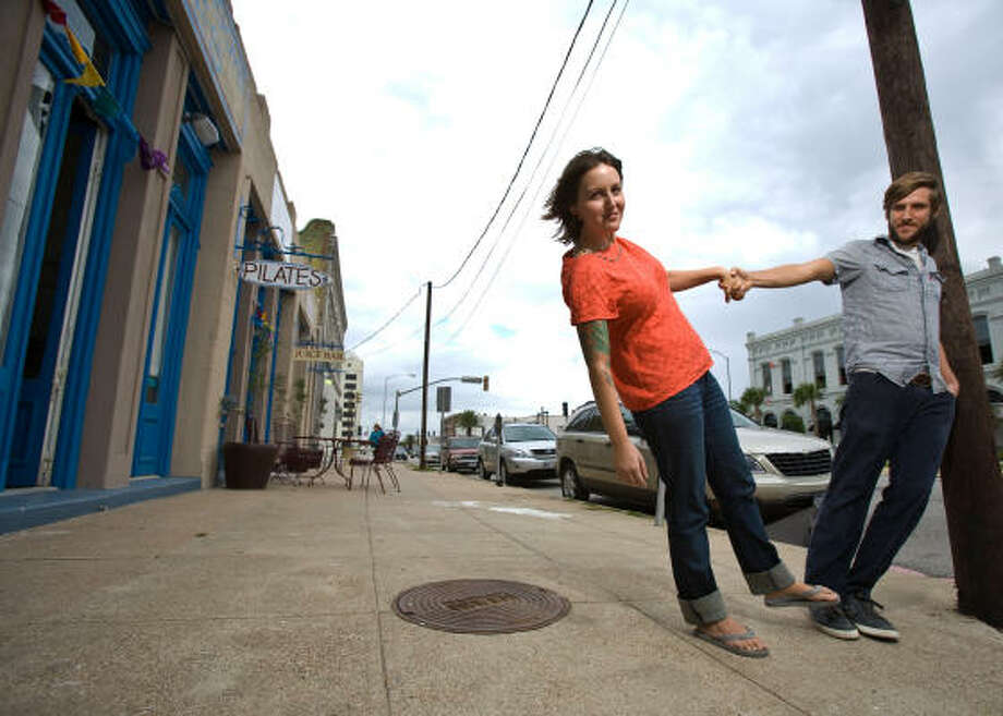 Oasis Juice Bar owners Carolyn Tracy and Christopher Courville moved to Galveston to start a business and live full time, making them Islanders By Choice. Photo: Nick De La Torre, Chronicle