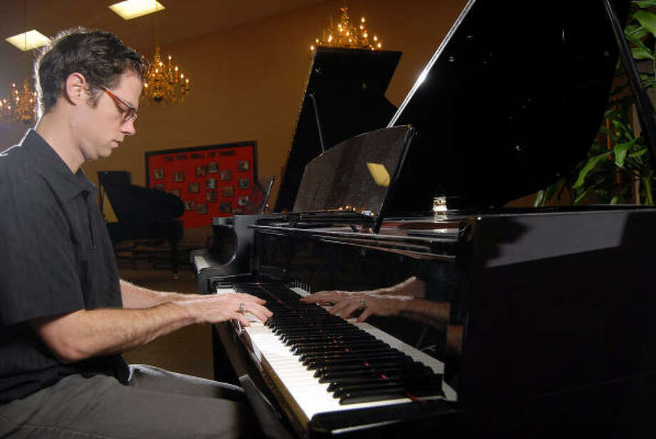 Henry Darragh plays the Yahama Avant Grand Hybrid N3 piano at Sherman Clay Pianos. Photo: Dave Rossman