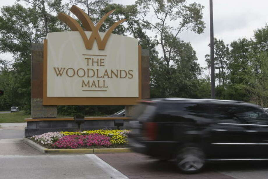 "The Woodlands Mall is one of General Growth Properties' locations. General Growth President and Chief Operating Officer Tom Nolan said the bankruptcy would be ""invisible"" to shoppers at its malls. Photo: MELISSA PHILLIP :, CHRONICLE"
