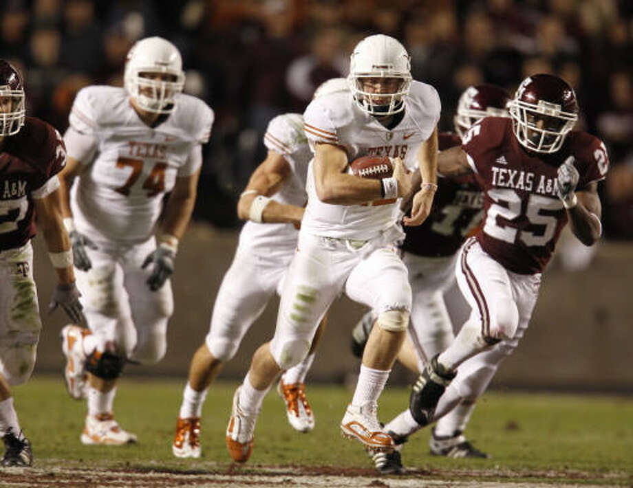 Texas quarterback Colt McCoy rushed for 176 yards in addition to his four passing touchdowns. Photo: Karen Warren, Chronicle