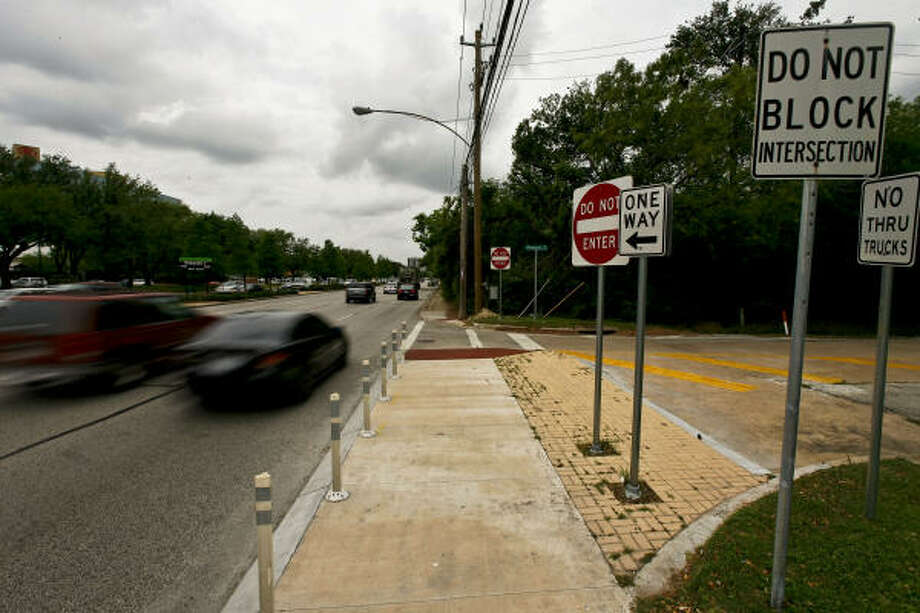 When residents in the Rivercrest area got the city to block their street from cut-through traffic, the problem moved down Westheimer to the once-quiet lanes of Briargrove Park. Photo: Michael Paulsen, Chronicle