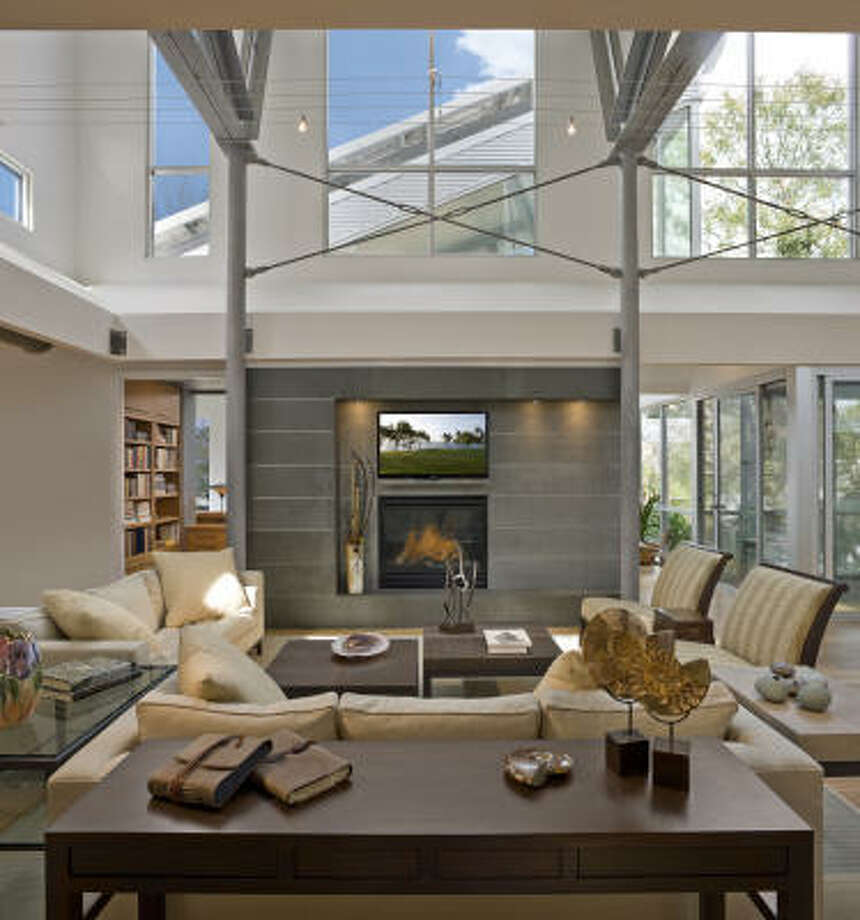 The living room of the Hedges home is surrounded by windows. Typically, the couple doesn't turn on the lights until the sun goes down. Photo: Aker/Zvonkovic Photography