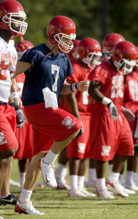 Houston quarterback Case Keenum (7) is Conference USA's reigning Offensive Player of the Year. Photo: Bob Levey, For The Chronicle