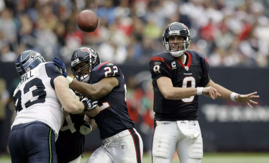 The ease with which he picked apart the Seattle defense in the first half left Texans quarterback Matt Schaub grinning. Photo: Brett Coomer, Chronicle