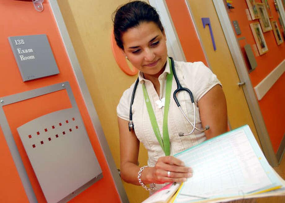 La doctora Elisa Castillo Salinas trabaja en la clínica Corinthian Pointe, del Texas Children´s Hospital, donde se proporcionan servicios médicos asequibles a niños de bajos ingresos en Houston. Photo: Dave Rossman, Para La Voz