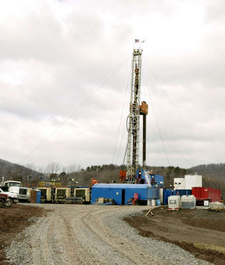 A natural gas rig stands in Mifflin Township, Pa., illustrating the fuel's rise in the state where the first commercially successful oil well was drilled. Photo: MIKE MERGEN, BLOOMBERG NEWS