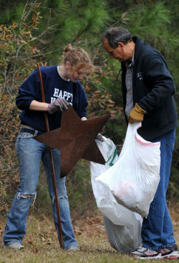JERRY BAKER PHOTOS: FOR THE CHRONICLE STAR TREATMENT: Nakita Campbell, 16, left, a junior at Kingwood High School, and her dad, Tom DeBoise, pick up litter along Lake Houston Parkway during the Travis McCormick Kleenwood Day community cleanup Jan. 24. Photo: Jerry Baker, For The Chronicle