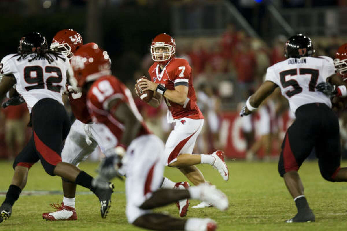 Case Keenum (7) looks for passing lanes against the Texas Tech defensive during the first half.