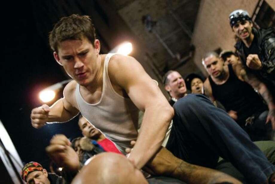 En esta imagen de Universal Pictures aparece Channing Tatum, en el rol del peleador Shawn MacArthur, en la película Fighting. Photo: Phillip V. Caruso, AP