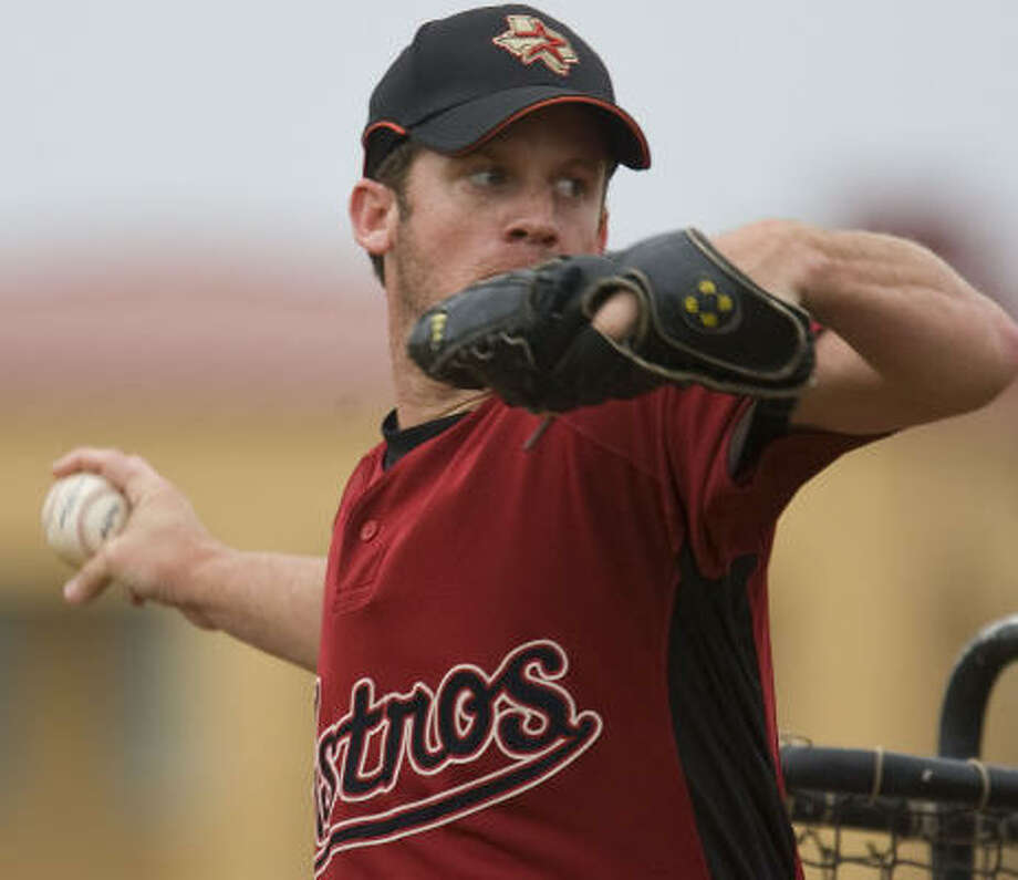 Roy Oswalt impressed manager Cecil Cooper and teammates throwing a session of batting practice. Photo: James Nielsen, Houston Chronicle