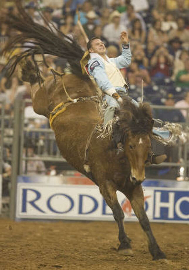 Waller's Clint Cannon hangs on to complete his bareback ride en route to a RodeoHouston record score of 92 in Saturday's Championship Shootout. Photo: Steve Campbell, Chronicle