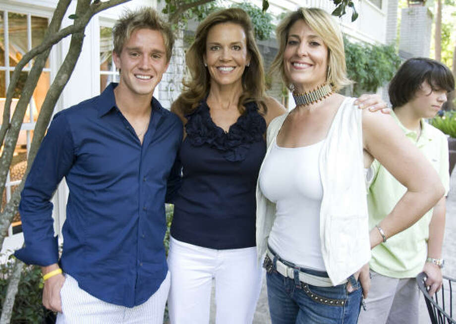 Houston Dynamo Stuart Holden won the hearts of all the girls at the Dynamo social, including hostesses Mary Smith and Jessica Meyer, right. Photo: Nick De La Torre, Chronicle