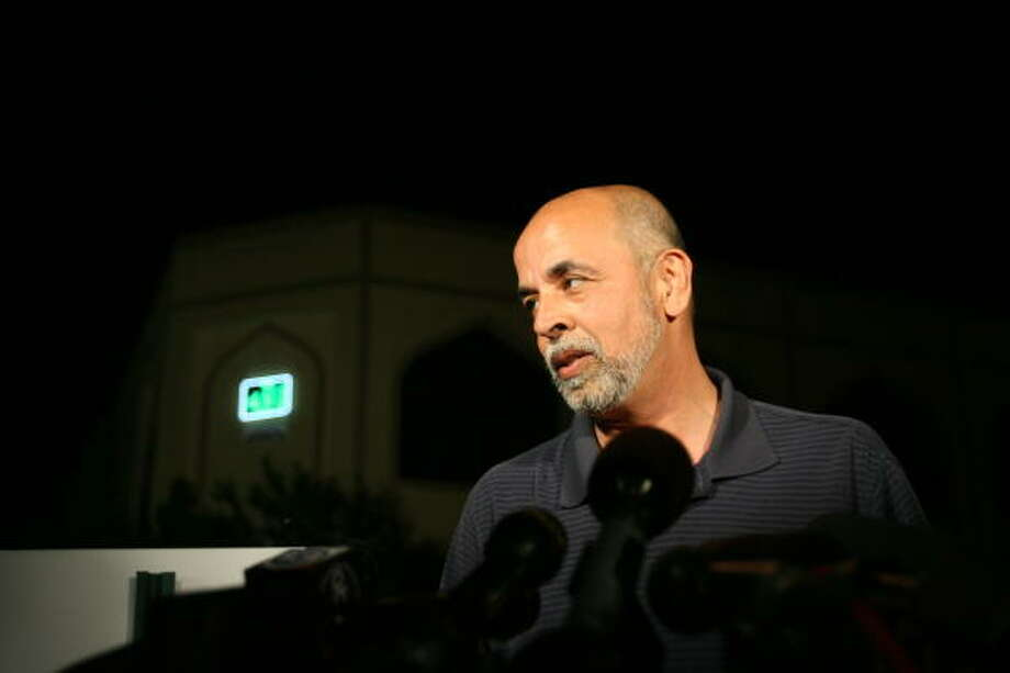 Faheem Kazimi, chairman of the board of directors of the Islamic Education Center in Houston, defended the mosque the feds are trying to seize. Photo: Billy Smith II, Chronicle