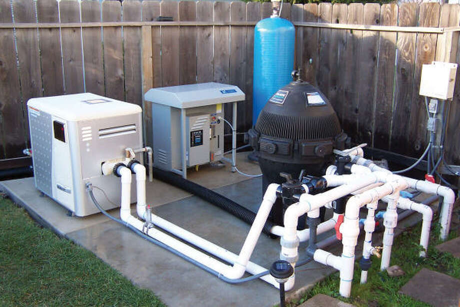 ACTIVE OXYGEN: An ozone pool purifier system is connected to the pool plumbing system.