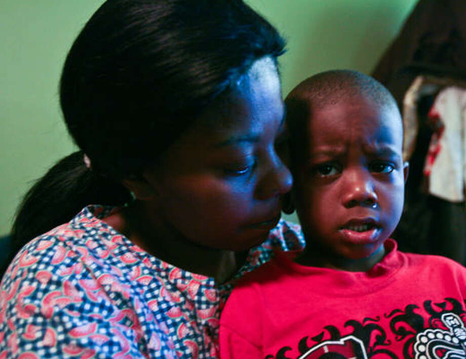 Myaechia Bowers, son LaDon, 4, and two other of her six children live with her mother. Photo: Billy Smith II, Chronicle