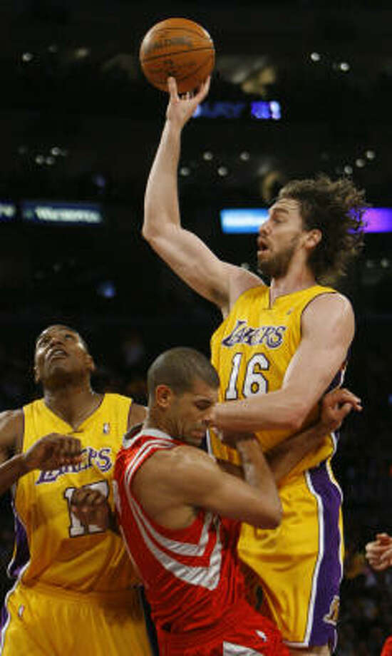 Los Angeles Lakers center Pau Gasol expects the series against the Rockets to remain physical. Photo: Nick De La Torre, Chronicle