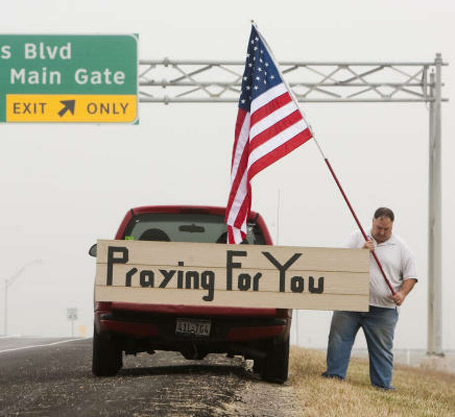 Mark Rodgers of Groesbeck stands outside the main gate to Fort Hood to show support on Monday morning. Photo: Jay Janner, Austin American-Statesman