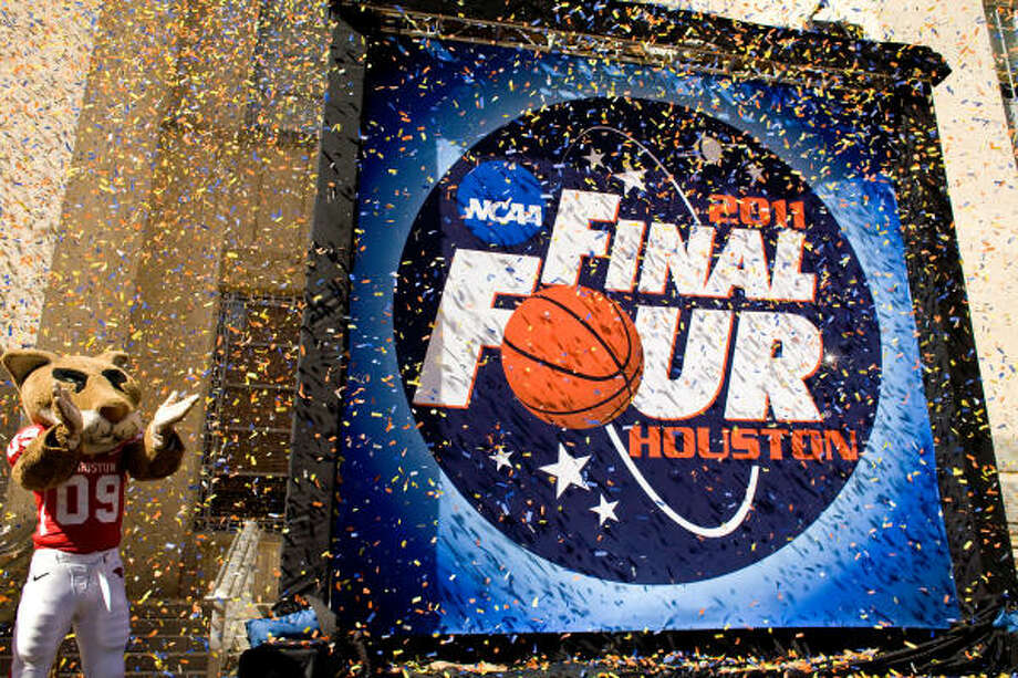 UH mascot Shasta cheers as Houston's 2011 Final Four logo is unveiled Thursday at City Hall. Photo: Nick De La Torre, Chronicle