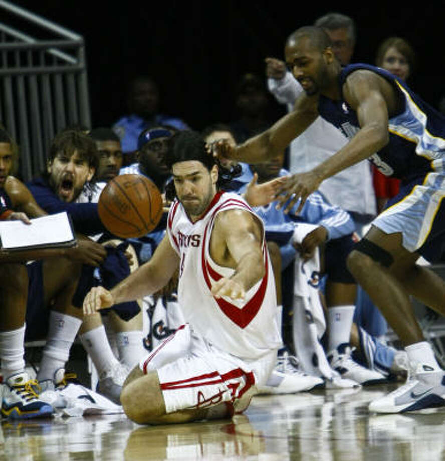 Luis Scola (4) goes for the steal against Grizzlies forward Quinton Ross. Scola scored 18 points and had 14 rebounds in 29 minutes. Photo: Michael Paulsen, Chronicle