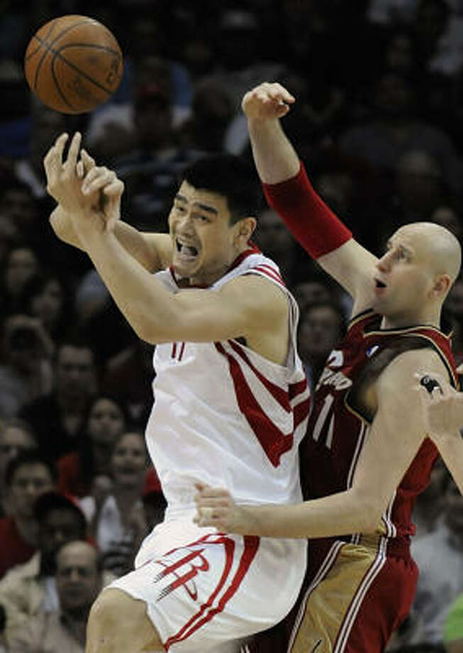 Like Zydrunas Ilgauskas, Yao Ming had an operation of his left foot, changing the arch to alleviate the stress on the bone that had fractured. Photo: Pat Sullivan, AP