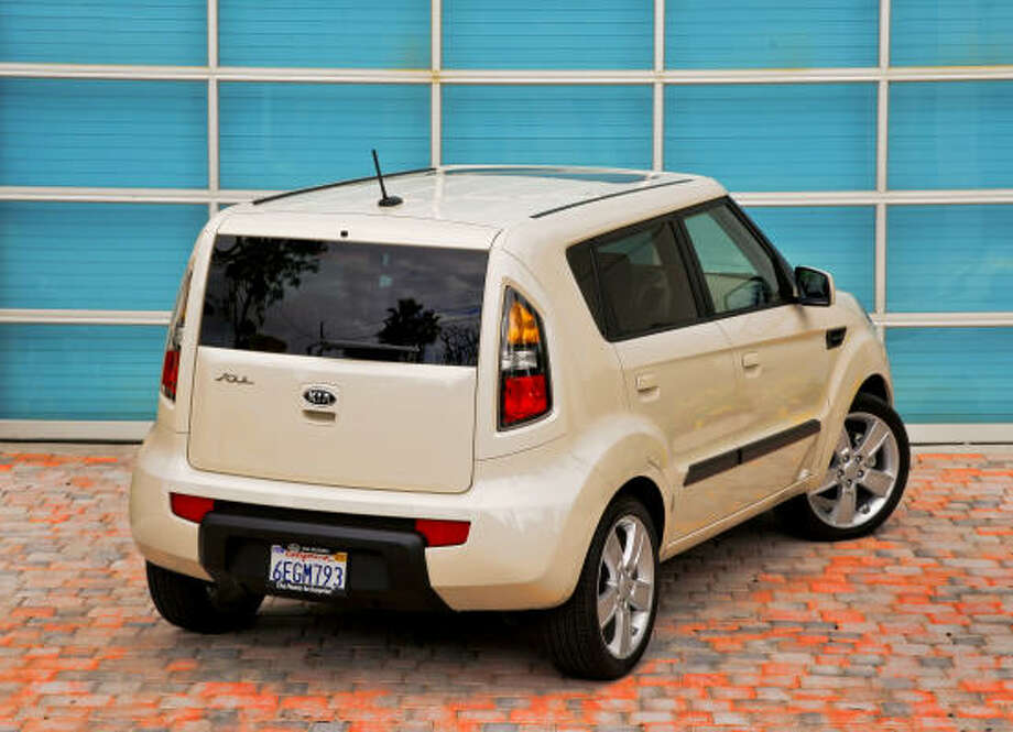 Particularly distinctive is Kia Soul's crisp-looking rear-end styling. It's heavy on body color and features a near-square liftgate flanked by tall sliced-sided combination taillamps.    Particularly distinctive is Kia Soul's crisp-looking rear-end styling. It's heavy on body color and features a near-square liftgate flanked by tall sliced-sided combination taillamps.