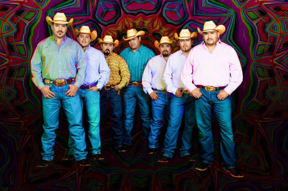 La banda de Texas regresa con un disco de música norteña a la antigua con canciones de Los Relámpagos. Photo: Sony Music