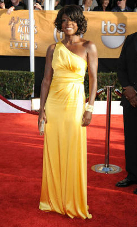 Doubt's Viola Davis sparkled in an off-the-shoulder satin gown by David Meister. Photo: Alberto E. Rodriguez, Getty Images