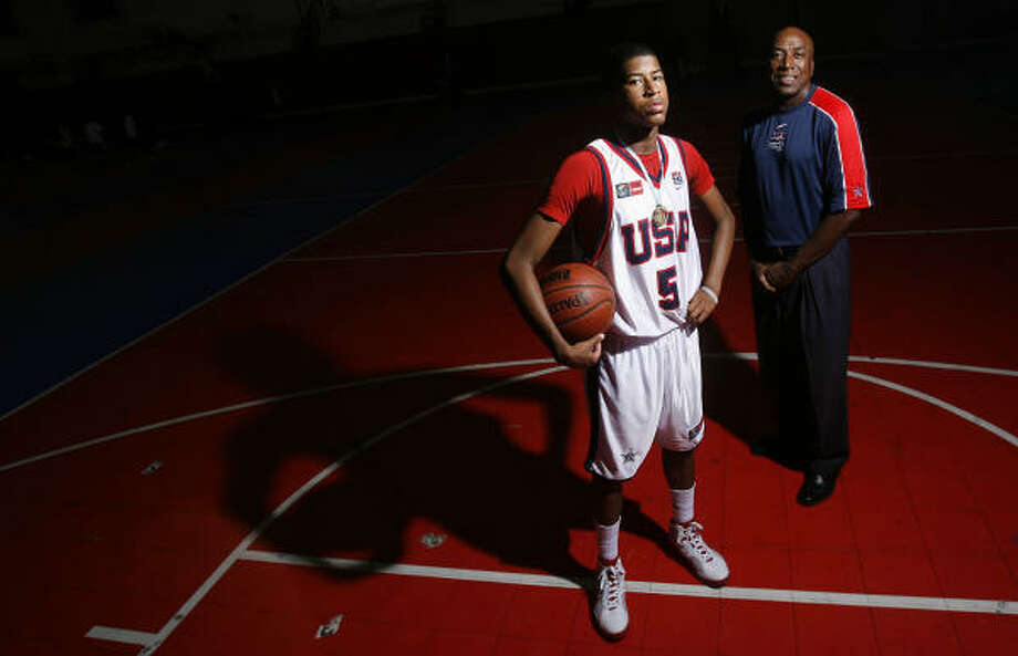L.J. Rose, who won a gold medal with the USA under-16 team, is following the basketball legacy of his father, former UH standout Lynden Rose. Photo: Mayra Beltran, Chronicle