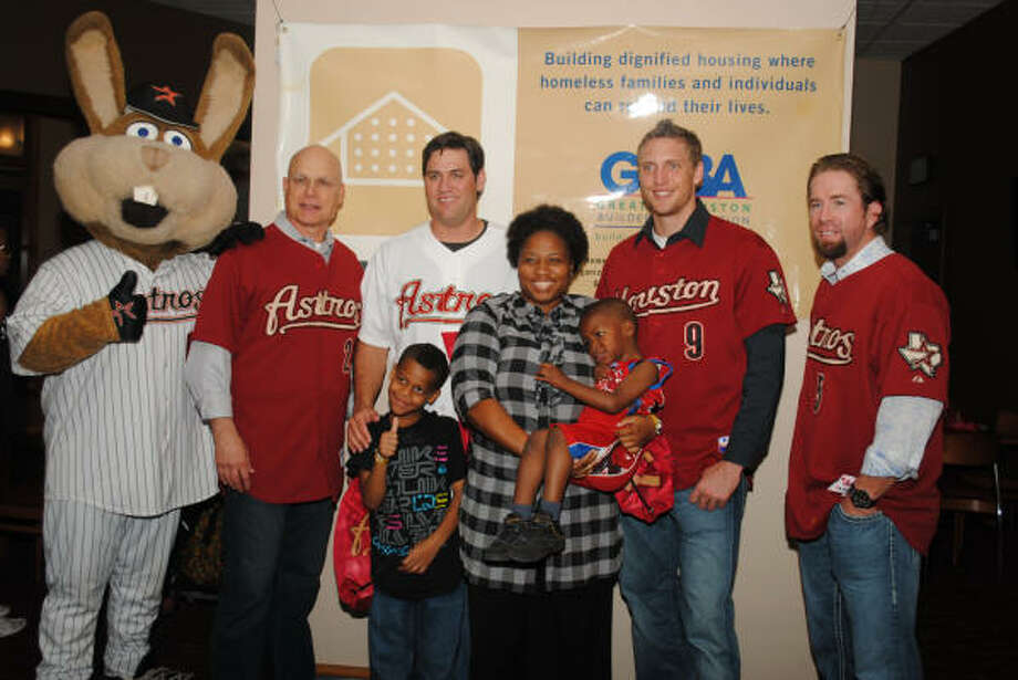 TEAM EFFORT: (L to R, back) Astros' Junction Jack, new manager Brad Mills, Lance Berkman, Hunter Pence and Jeff Bagwell pose for photographs with a guest family at the HomeAid Houston/Astros Take a Minute event.