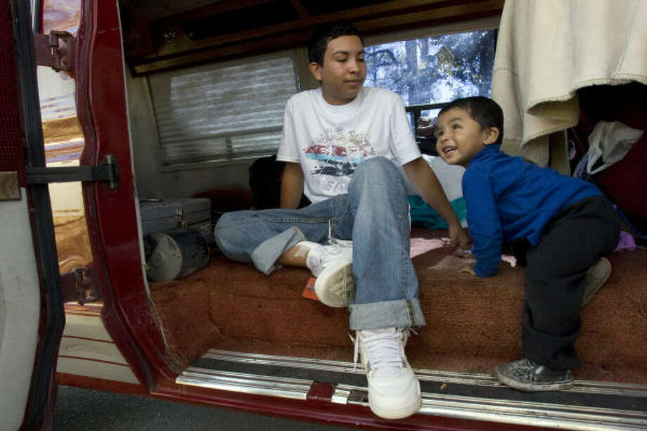 HEALTHY AND HAPPY: Sergio Jonathan Preciado, 16, meets Daniel Hernandez, 1, on Thursday for the first time since the teen helped rescue the boy from a Wednesday house fire.  Photo: Johnny Hanson, Chronicle
