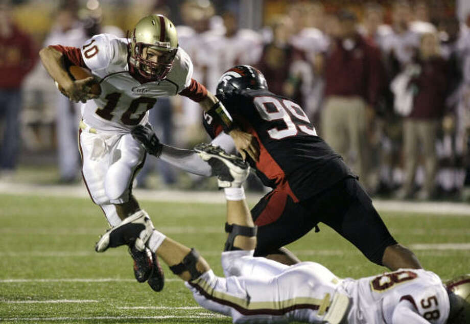 Cy Woods quarterback Colton Huntsman sidesteps Westfield defensive lineman Desmond Jackson. Photo: Brett Coomer, Chronicle