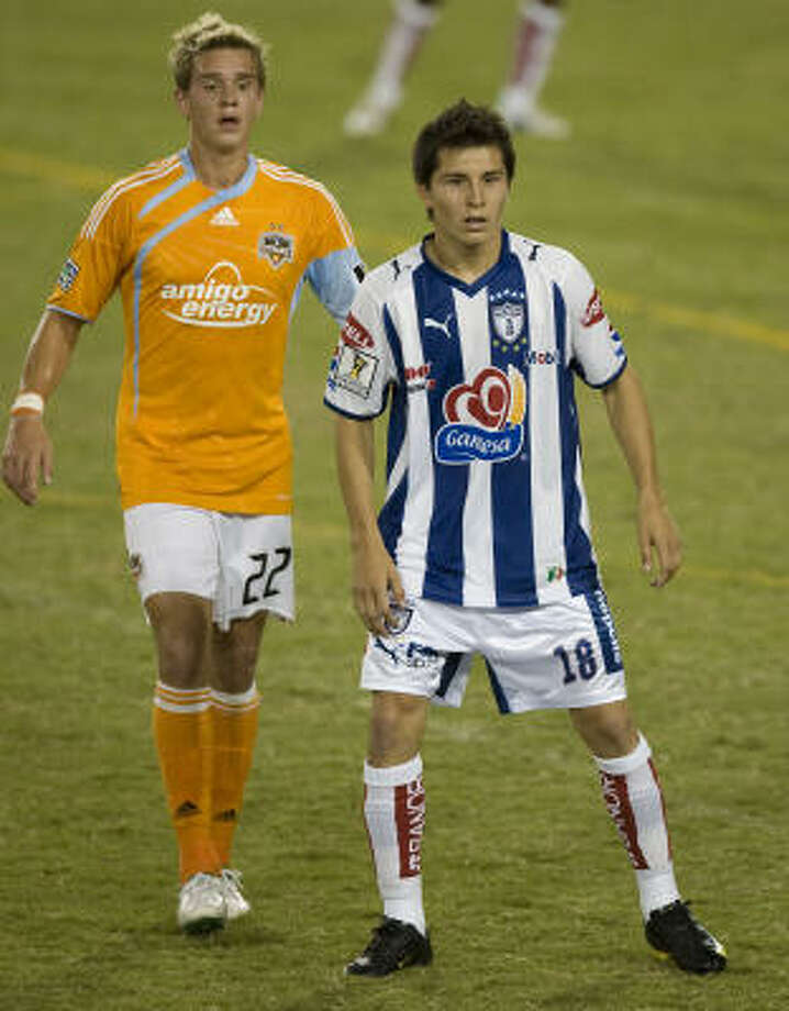 Pachuca's Jose Francisco Torres squares off against U.S. national teammate Stuart Holden of the Dynamo on Wednesday night at Robertson Stadium. Photo: James Nielsen, Chronicle