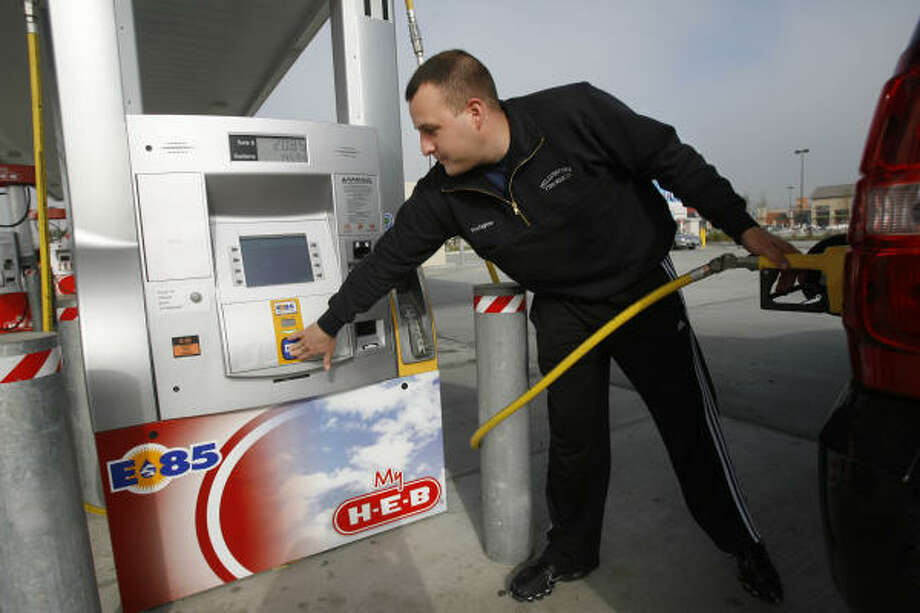 Matt Morgan fills his Chevy Tahoe with E85 fuel at an H-E-B station on Wednesday. Photo: MAYRA BELTRÁN, Chronicle