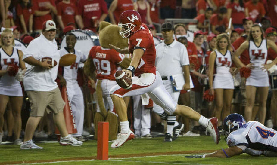 UH has been able to move the ball against almost any team the last few years, but now the Cougars aren't doing the dumb stuff that sometimes haunted them at critical times. Photo: Smiley N. Pool, Houston Chronicle