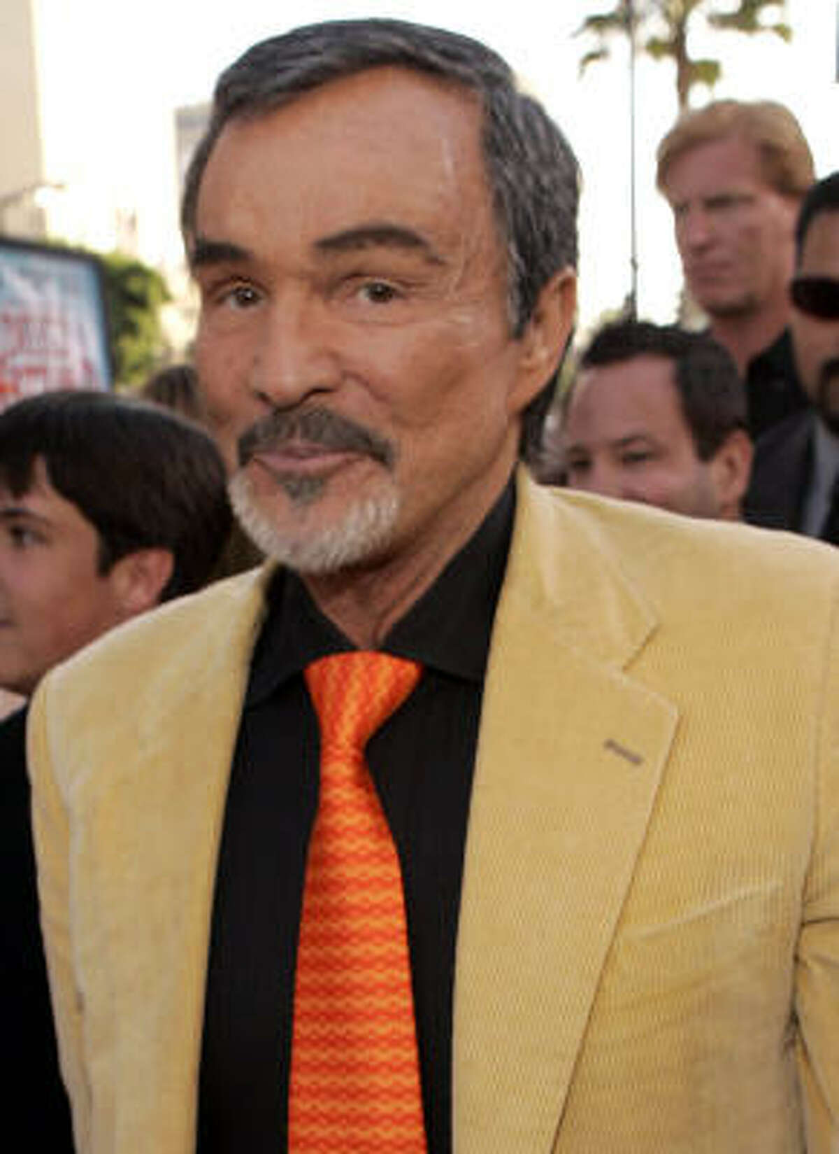 After an alleged addiction to prescription drugs and alcohol, Burt Reynolds has checked himself into a Florida rehab center.