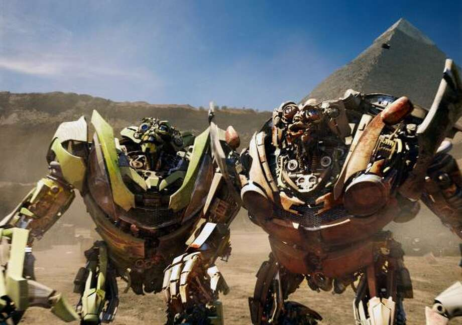Transformers: Revenge of the Fallen offered action, bad jokes, loud battles, explosions and twin robots named Skids and Mudflap. Photo: PARAMOUNT PICTURES, ASSOCIATED PRESS