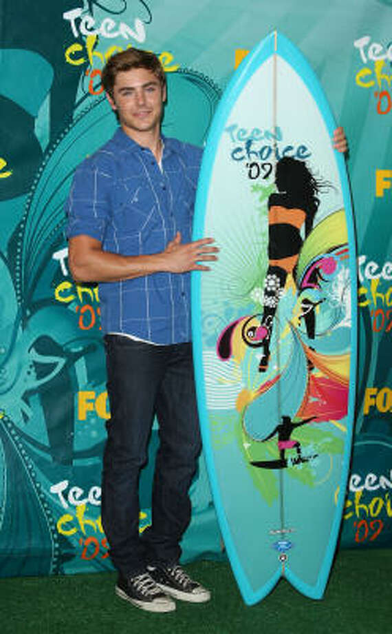 Actor Zac Efron poses after recieving the Choice Movie Actor award for '17 Again' in press room during the 2009 Teen Choice Awards held at Gibson Amphitheatre on August 9, 2009 in Universal City, California. Photo: Jason Merritt, Getty Images