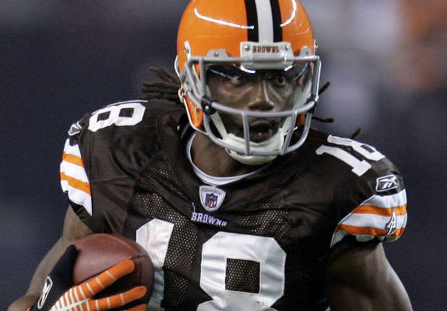 No charges have been filed against Browns receiver Donte Stallworth, who has been cooperating with authorites after his car accident that killed a pedestrian. Photo: Tony Dejak, AP