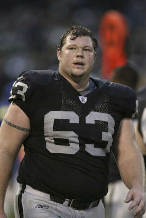 A battle with bipolar disorder contributed to former Oakland Raiders offensive lineman Barrett Robbins missing Super Bowl XXXVII. Photo: Kevin Terrell, ©NFLP/Kevin Terrell