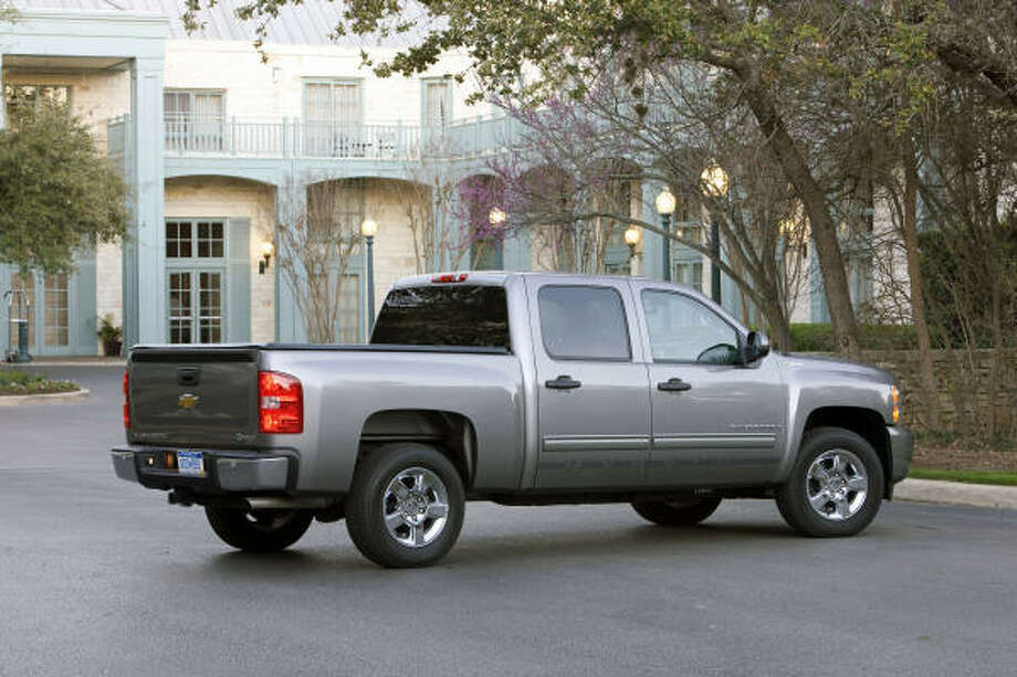 This photo provided by General Motors shows the 2009 Chevrolet Silverado Hybrid pickup truck. (AP Photo/General Motors) Photo: AP