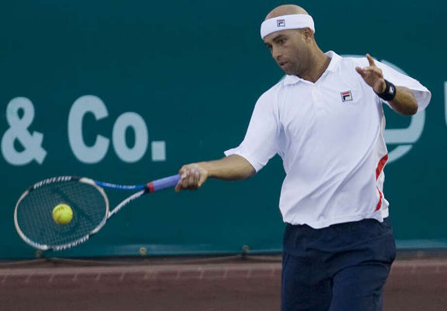 James Blake was one of several top seeds to fall in the first round of the U.S. Men's Clay Court Championships on Tuesday. Photo: James Nielsen, Chronicle