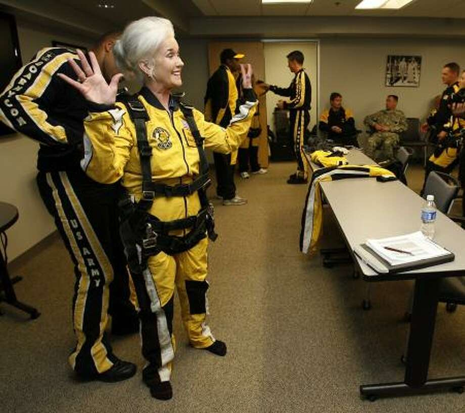 Columnist Ponce Cruse Evans (Heloise) gets ready for a parachute jump in San Antonio. Photo: KIN MAN HUI |, SAN ANTONIO EXPRESS-NEWS