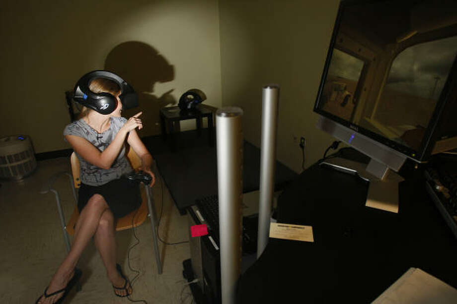 As demonstrated by research assistant Kelly Holmes in Houston, Virtual Iraq is a computer program that will help Iraq and Afghanistan veterans revisit memories with a therapist, so they can learn to process their emotions.  Photo: Mayra Beltran, Chronicle